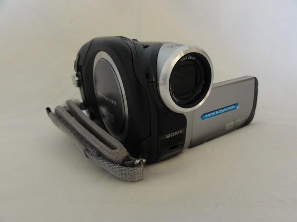 Видеокамера SONY DCR-DVD203E