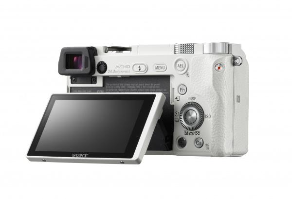 Компактная фотокамера от Sony очень скоро поступит в российскую розницу